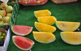 Rote Und Gelbe Wassermelonen