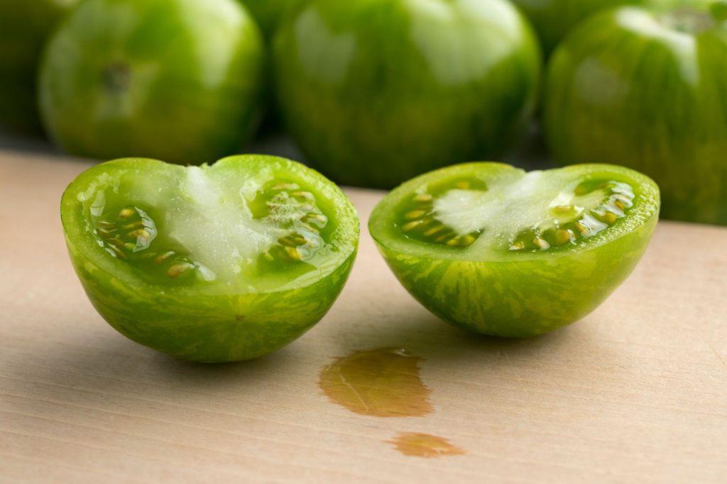 Green-Zebra-Tomaten aufgeschnitten