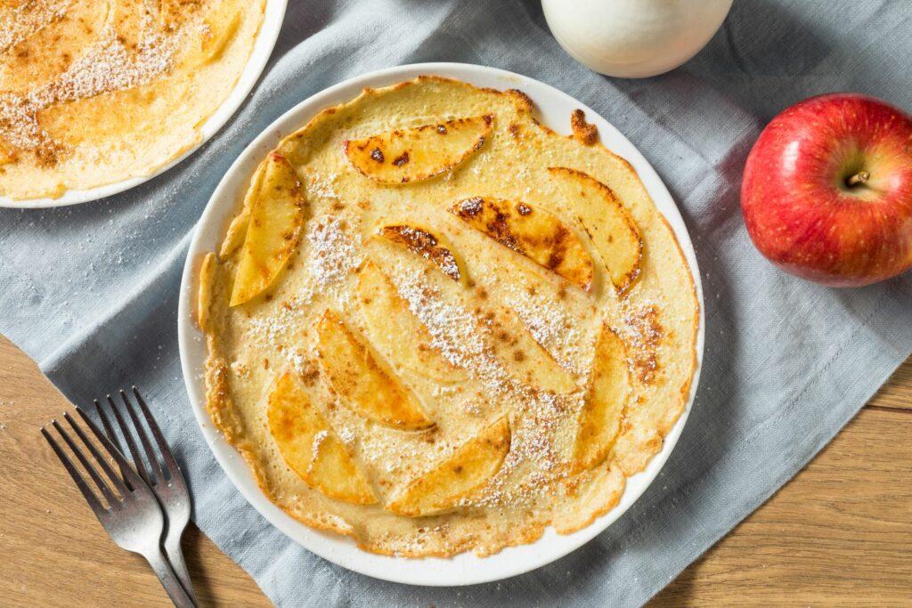 Pfannkuchen mit Pfannkuchenapfelmus