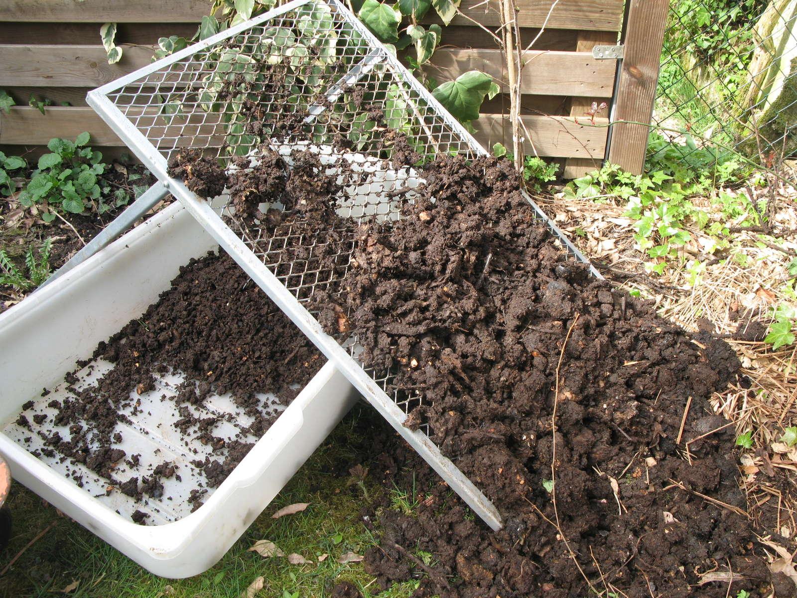 kompost warum jeder g rtner einen eigenen anlegen sollte. Black Bedroom Furniture Sets. Home Design Ideas