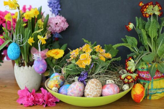 Kreatives Gestalten und Färben von Ostereiern