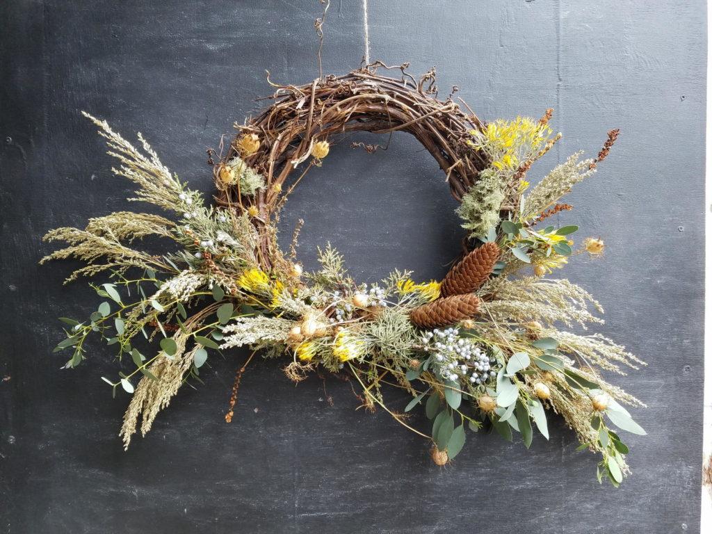 Deko aus getrockneten Blumen und Kräutern