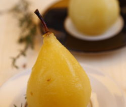 In Süßwein Und Honig Gekochte Thymian-Birne Rezept
