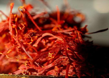 Safran Narbe Rot