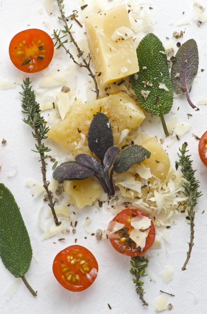 Parmesan mit Kräutern und Salbei