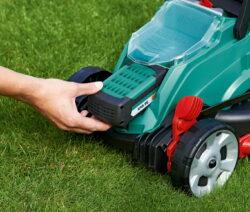 Einfacher Akkutausch Beim Rasenmäher Von Bosch