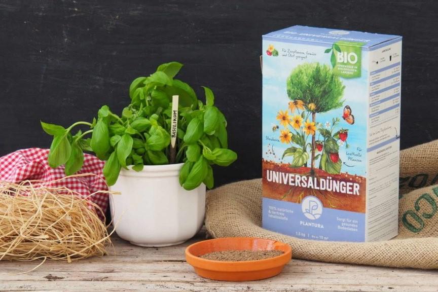 Plantura Bio-Universaldünger mit Basilikum