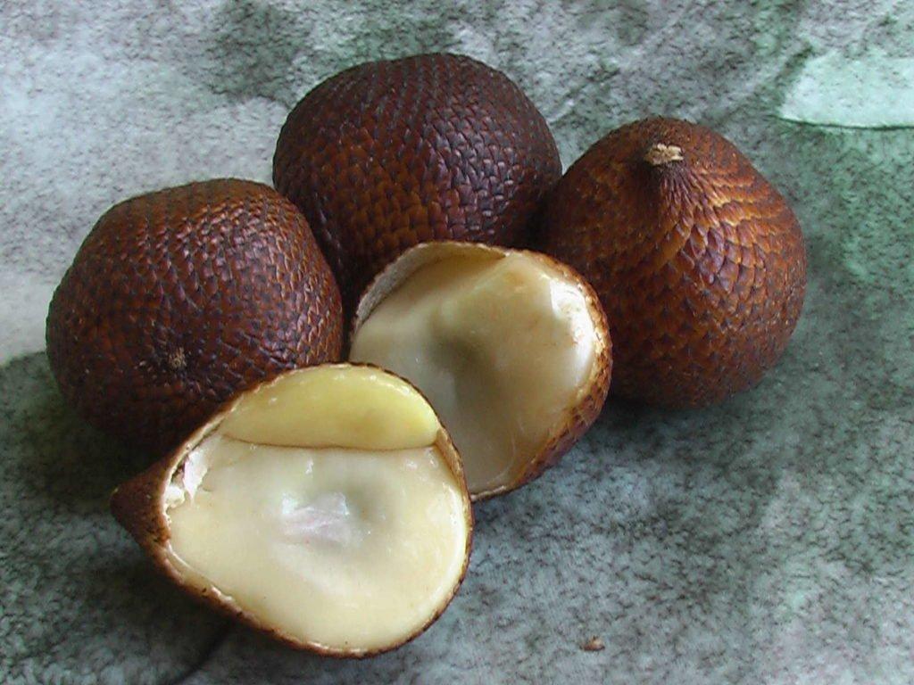 Aufgeschnittene Salak-Früchte