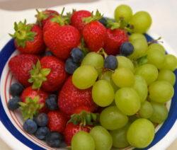 Beeren & Trauben Auf Einem Teller