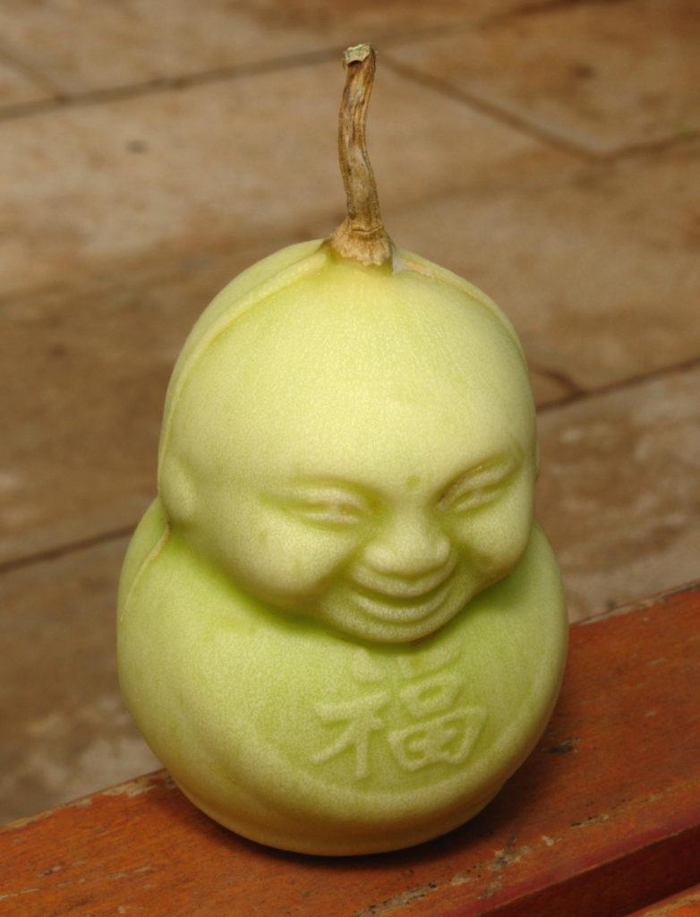 Birne in Buddha Form