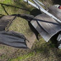 Rasen Vertikutieren Alter Rasenfilz In Auffangbehälter