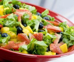 Salat Mit Erdbeeren Blaubeeren Und Ananas