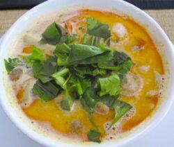 Tam Kha Goon Mit Kokosmilch, Shrimps, Zitronengras, Galgant, Basilikum