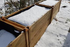 Hochbeet Winter Mit Schnee Bedeckt Im GArten
