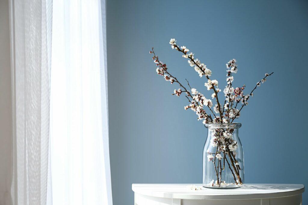 blühende Zweige in einer Vase