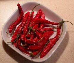 Getrocknete Chili In Schale