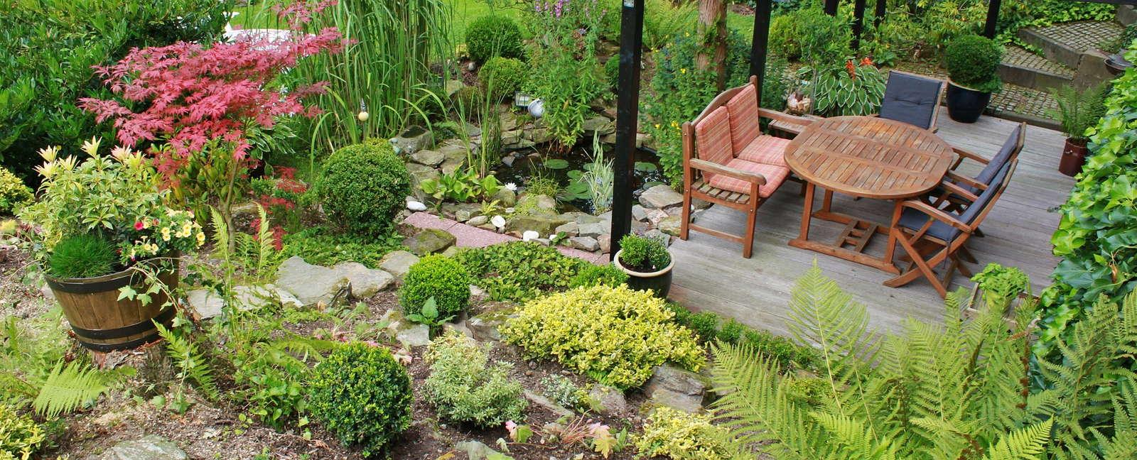 Gartengestaltung Terrasse Gartenmöbel Pflanzen