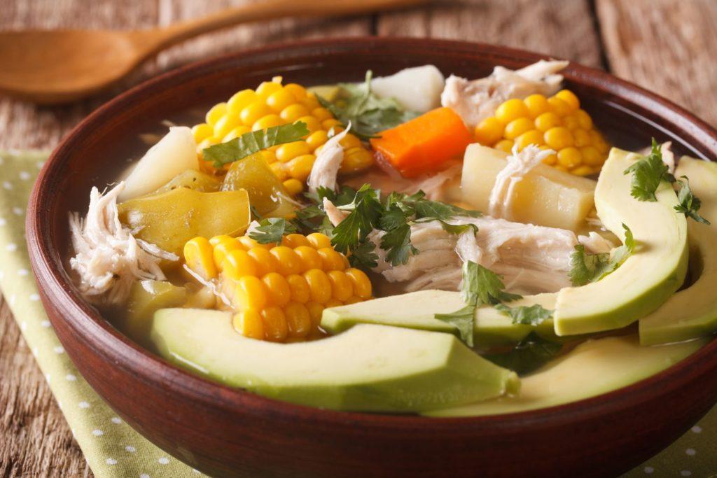 Knopfkraut als Deko auf Suppe