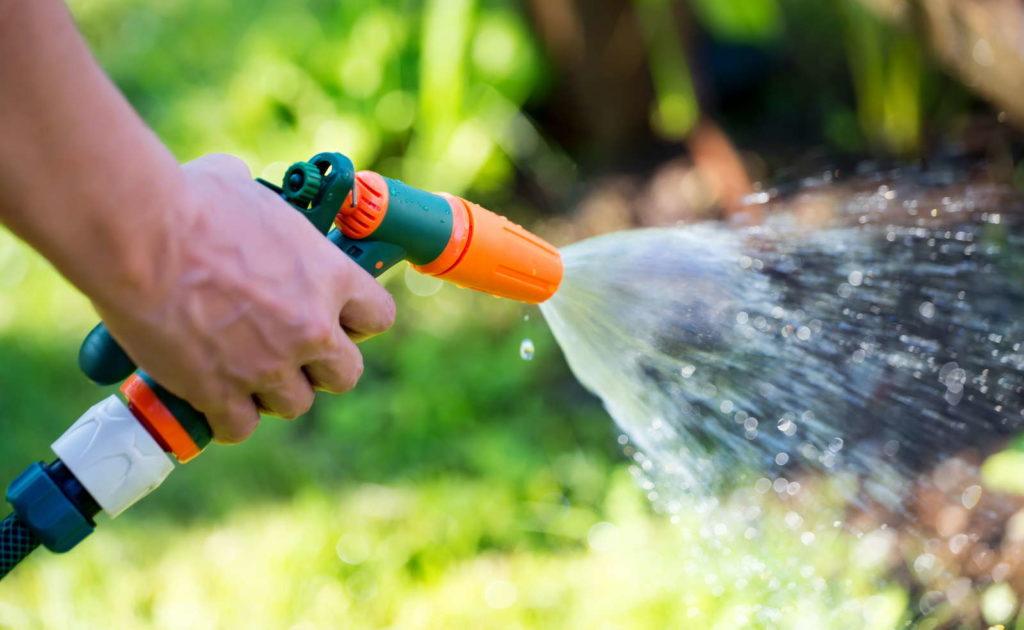 Gießen Gartenschlauch Bewässern