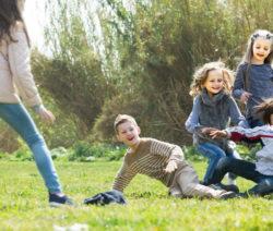 Belastung Des Rasens Durch Betreten Spielende Kinder Fußball