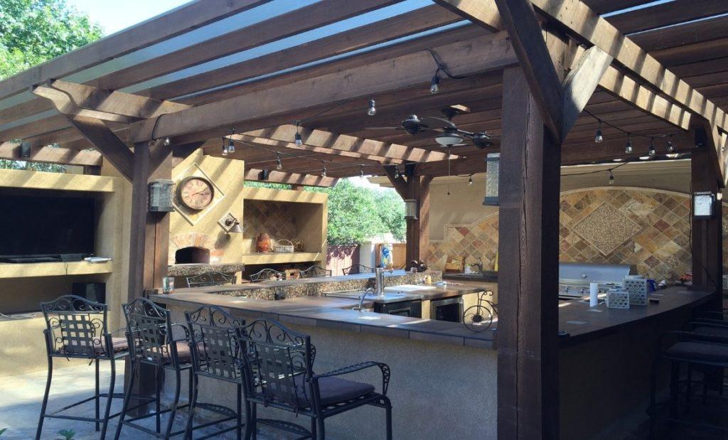 Outdoor Küche Garten überdacht Stühle essen