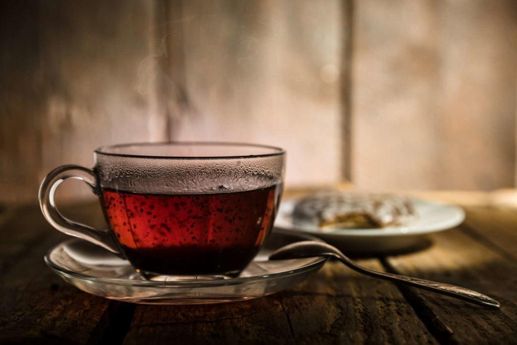 Schwarzer Tee im Glas hausmittel