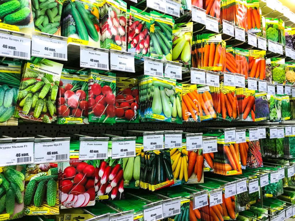 Saatgut packungen zum Verkauf im Gartencenter