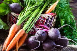 Gemüse - Karotten Und Rote Beete Mit Erntekorb