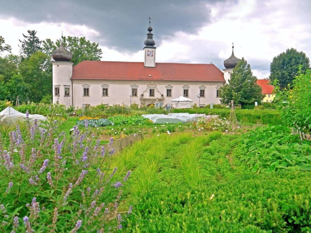 Haus von Arche Noah mit Garten