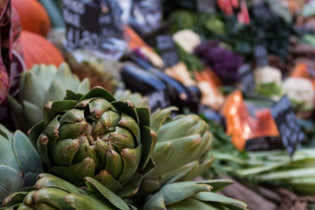 Artischocken und weiteres Gemüse