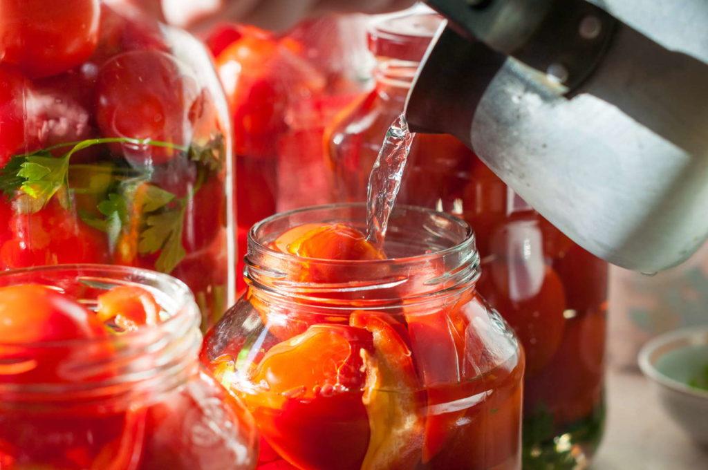Tomaten in Weck Glas mit Wasser