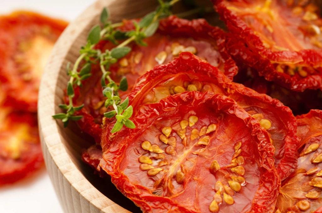 getrocknete Tomate in einer Schale