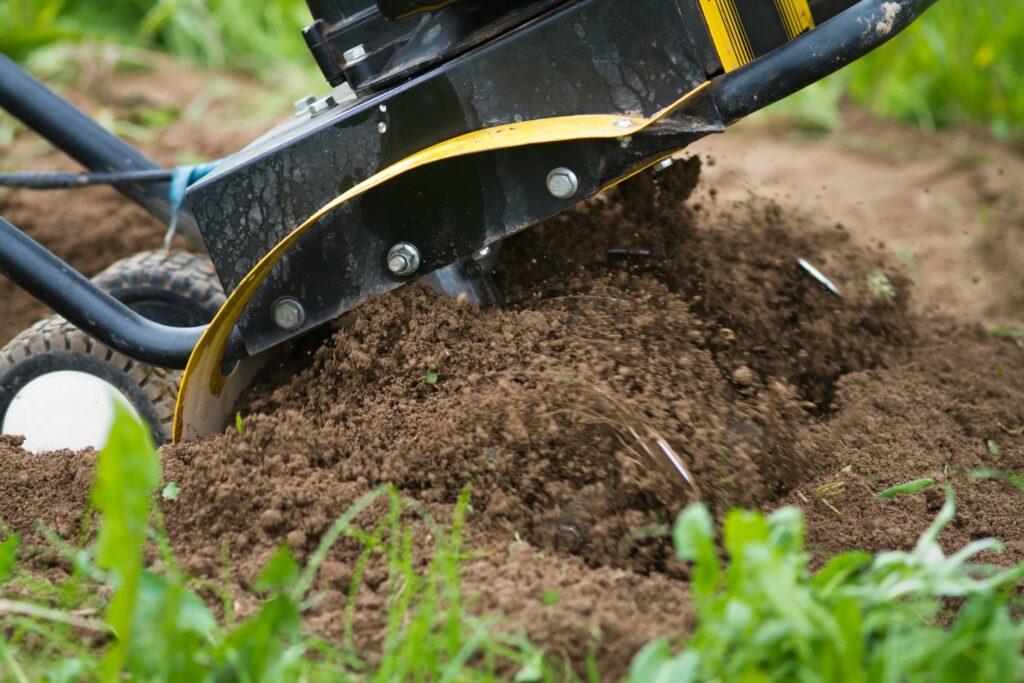 Bearbeitung von Humusboden