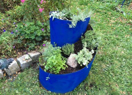 Befüllte Kräuterschnecke Im Garten