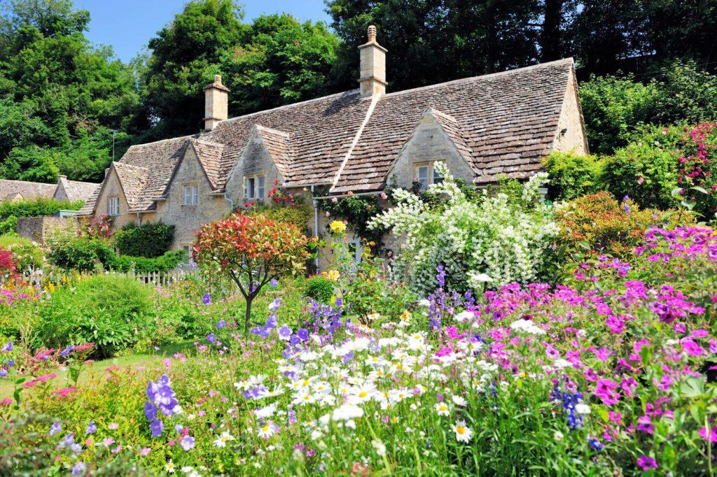 Bauerngarten mit Haus