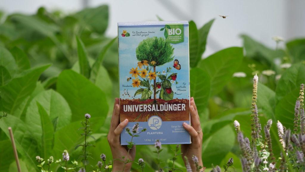 Plantura Bio-Universaldünger im Feld