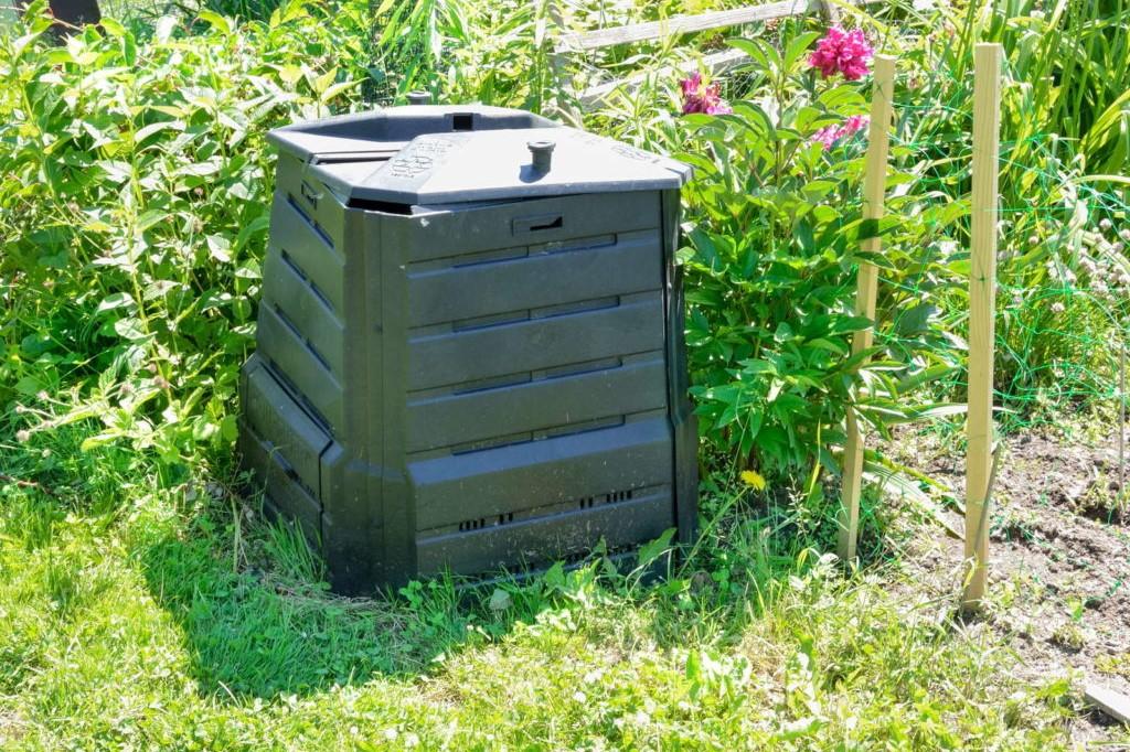 Thermokomposter im Garten
