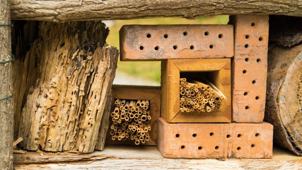 Insektenhotel Ziegel Holz