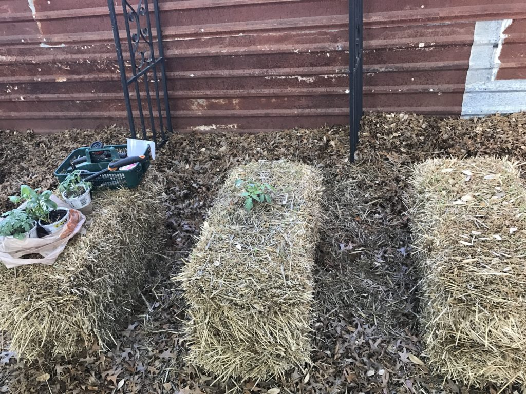 Werkzeuge zum Strohgarten bauen
