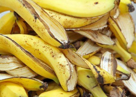 Viele Bananenschalen Auf Einem Haufen