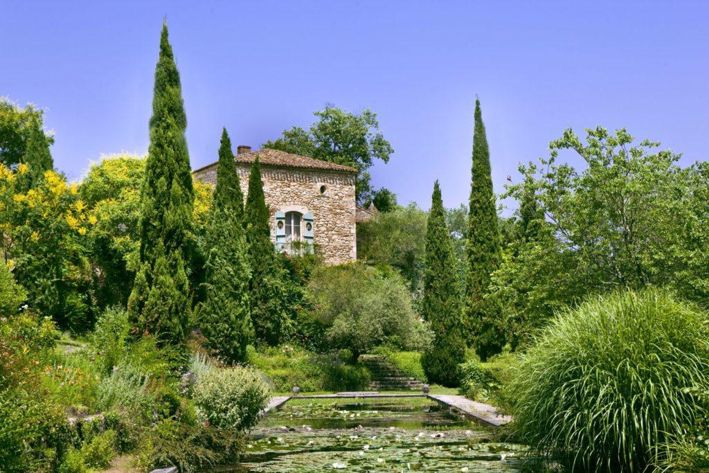 Mediterraner Garten mit Teich
