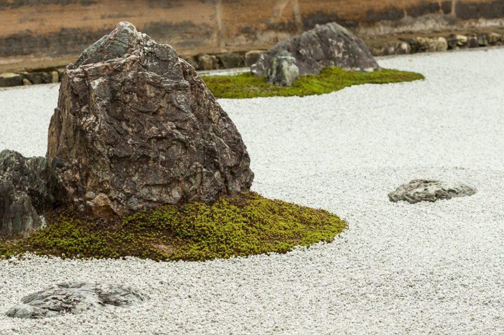 Steine im Zen-Garten