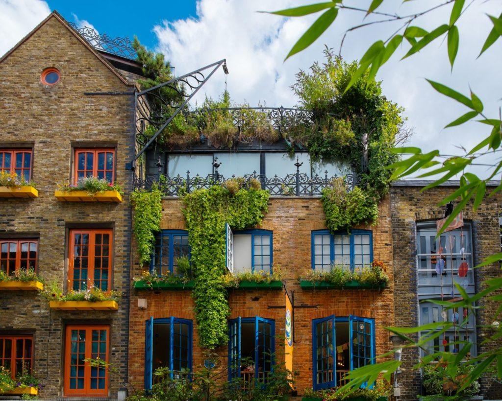 Bepflanzte Hausfassade