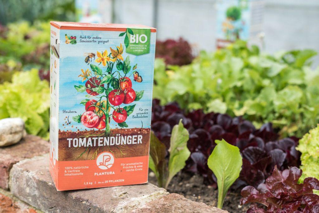 Plantura Bio-Tomatendünger im Hochbeet
