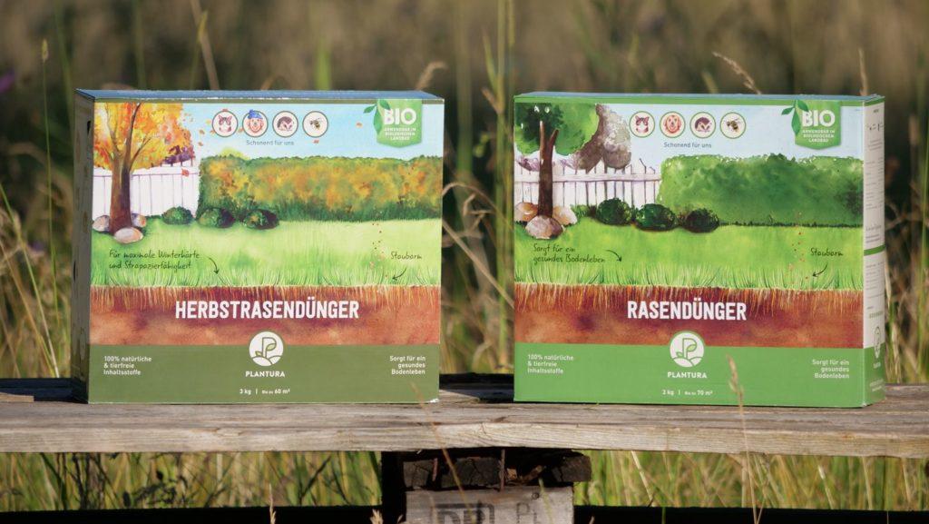 Rasendünger- und Herbstrasendünger-Boxen von Plantura auf Palette