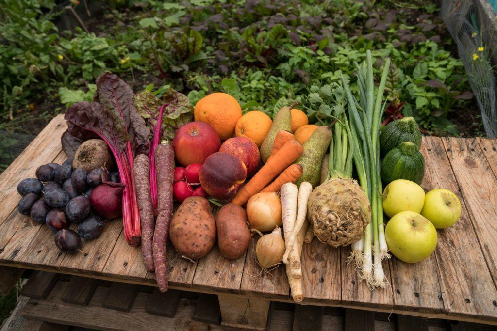 Verschiedene Gemüsesorten auf einem Tisch