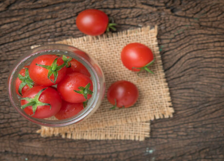 Reife Himbeerrose-Tomaten
