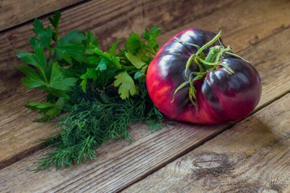 Amethyst Jewel-Tomate: Alles zur bunten Fleischtomate