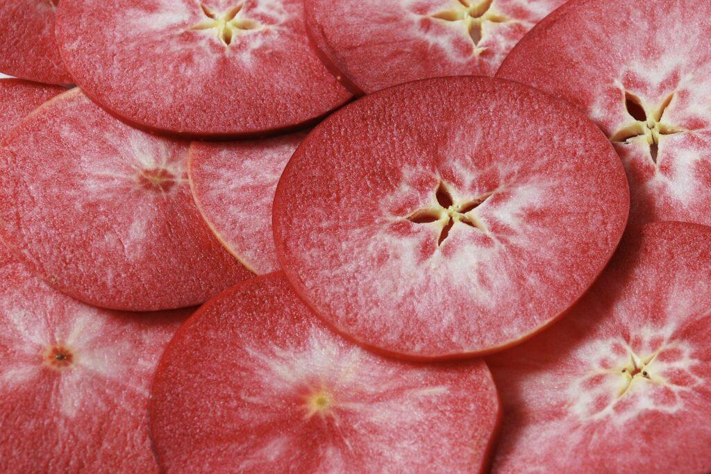 rotes Fruchtfleisch des Apfels Roter Mond