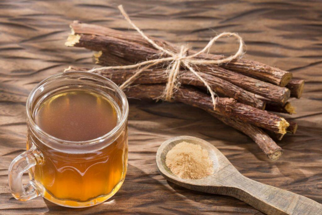 Tee mit Süßholzwurzel